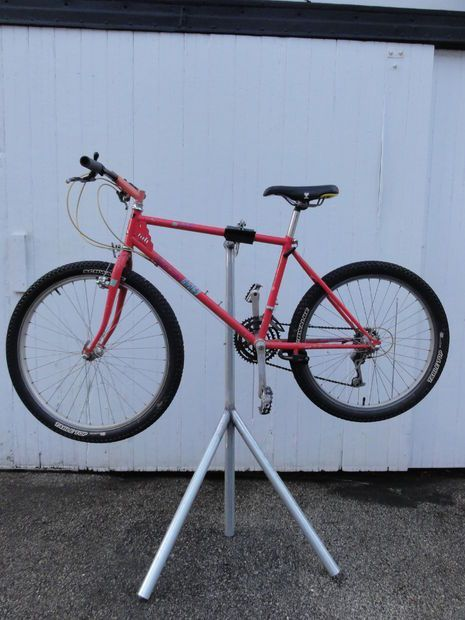 Homemade bike repair stand   Instructables:
