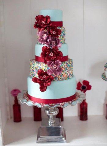 wedding-cake-with-rainbow-sprinkles-red-bloom