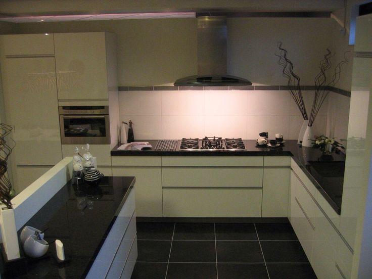 25 beste idee n over witte hoogglans keuken op pinterest moderne witte keukens en modern - Keuken met granieten werkblad ...