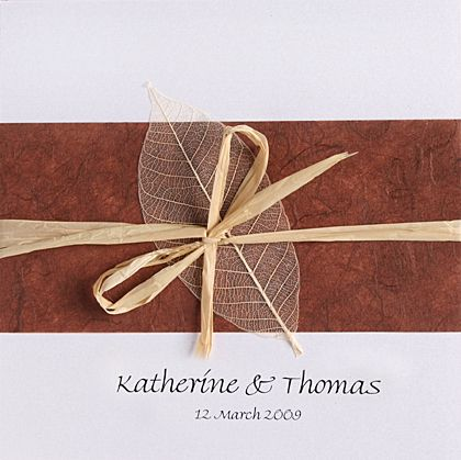 The colour on these wedding invitations are ideal for an autumn or fall wedding. www.kardella.com