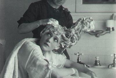 Как #добавить #объем #тонким #волосам и #секреты #ухода  #Проблемы тонких волос  🍎Слабая структура и небольшой объем, волосы быстро теряют влагу, становятся сухими и секутся на концах, довольно часто обламываются. 🍏Быстро пачкаются - пыль, пот, кожный жир впитываются волосами в прикорневой зоне и поэтому волосы теряют объем. 🍑Сложно подобрать идеальное средство для очищения волос - чтобы очищало, не пересушивало, не вымывало цвет. Волосы не пушились, не были утяжеленными, блестели и при…