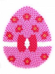Hama Bead Easter Egg Pattern http://www.creactivites.com/234-plaques-perles-a-repasser-midi-hama
