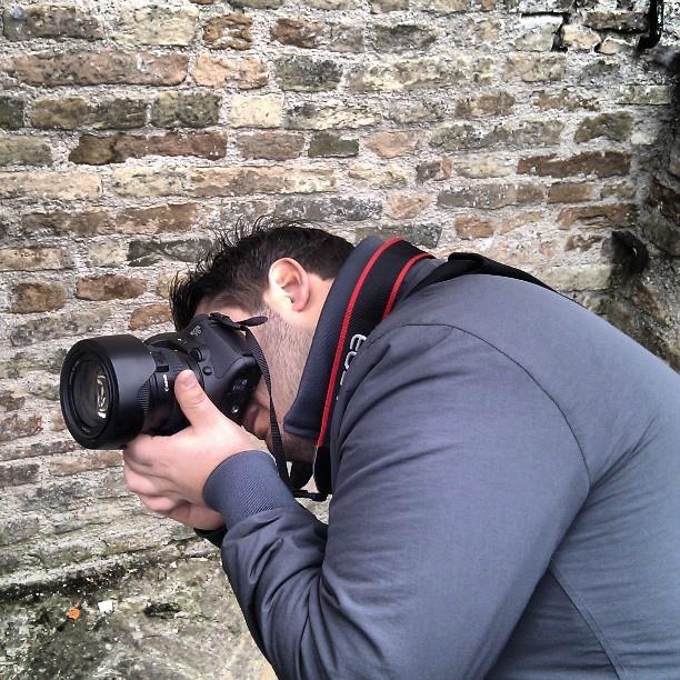 Contorsioni digitali durante l'instawalk ad Urbino  di @killeader  #invasionidigitalimarche #invasionidigitali #marche #urbino #urbino2019 #italia #instawalkurbino #igersmarche #igersitalia