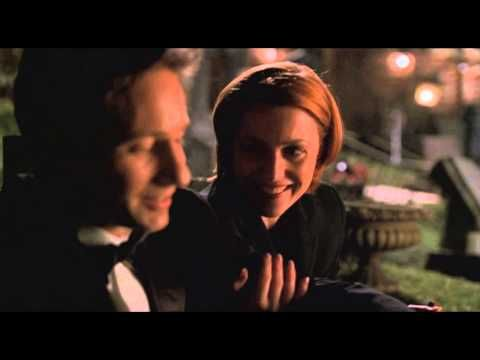 """""""The legendary looks between Mulder and Scully""""  ---Oh Scully, my Scully. How I heart thee. <3"""