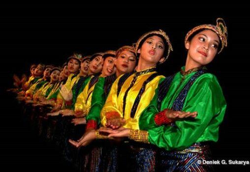 "Aceh Dancer....""Tari Jeumpa"""