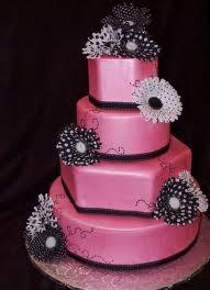 Trendy roze bruidstaart