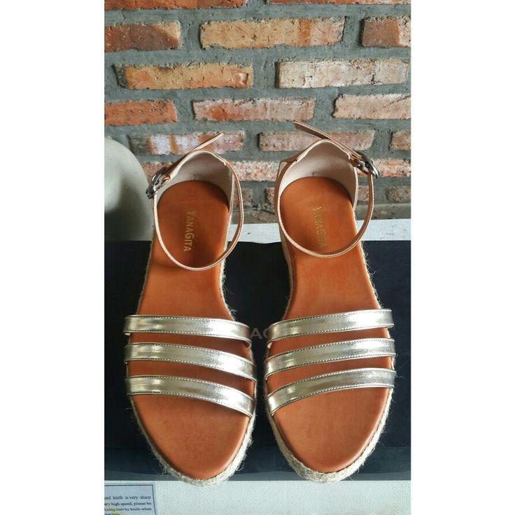 Akshita sandals