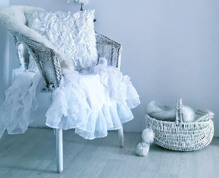 Biel jest ukrytą wspaniałą różnorodnością! A whiteness is a hidden fabulous variety! Designed by Urszula Koronczewska.