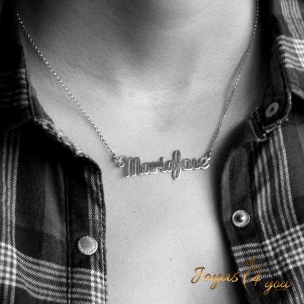 Collar con Nombre en Caligrafía Inglesa en Oro Blanco de 14K - Joyería personalizada - Joyas personalizadas
