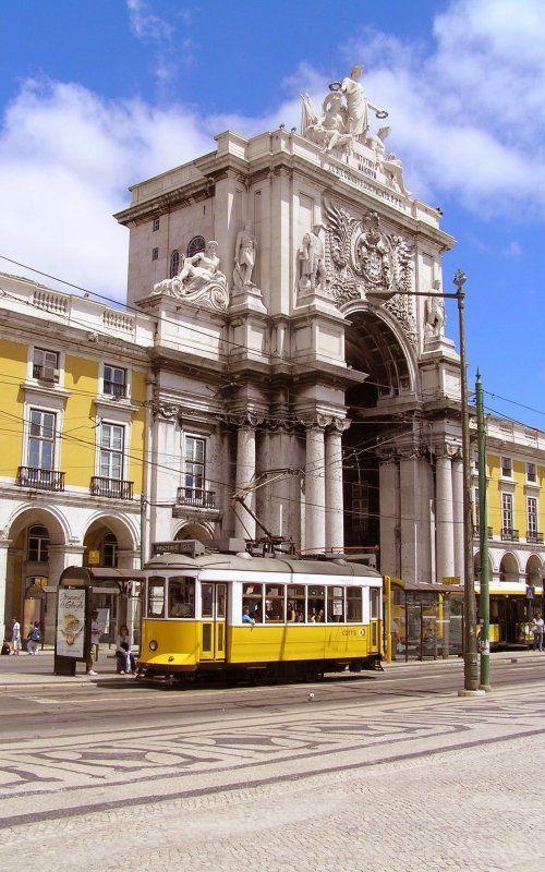 Praca do Comercio, Lisbon, Portugal // by ostsee express via Flickr
