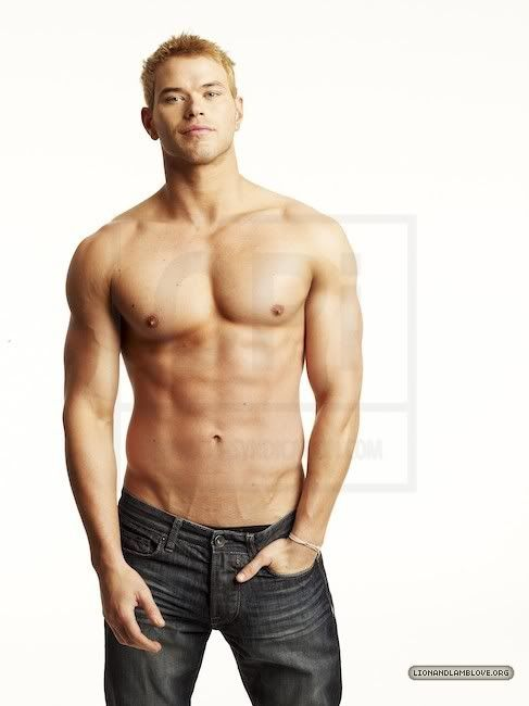 Kellan Lutz why must the boys I can't have be so cute!/: