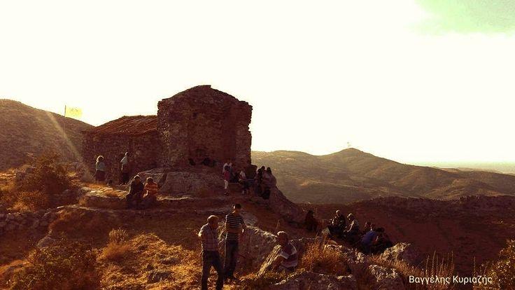 Αυλωνάρι: Ανέβηκαν στην κορυφή του βουνού για την Παναγία!