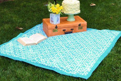 Cómo hacer una manta de picnic (con prácticas correas de transporte incluidas)