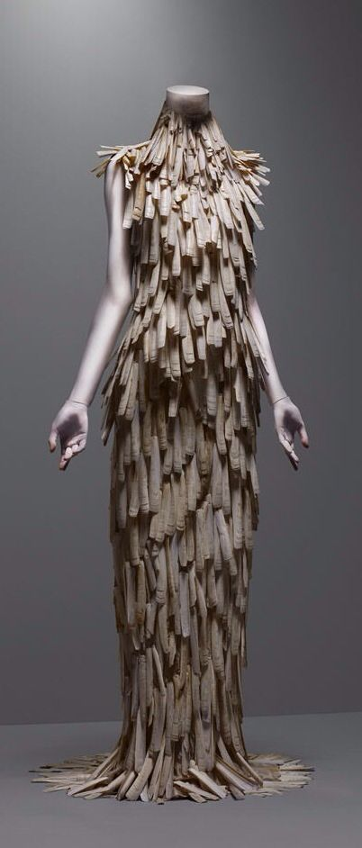 These falling lines vertiaclly along with the shadow of the repeated vertical line gives this dress a sense of shape and balance. though the colour is minimal and details are low, the lines create interest for the garment
