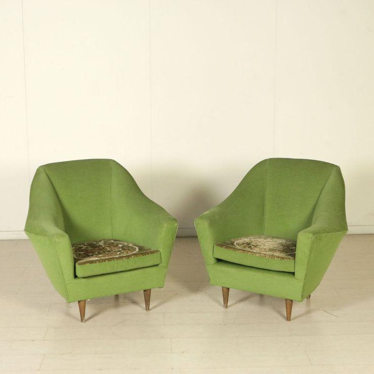Coppia di poltrone vintage anni 50; imbottitura in espanso, rivestimento in velluto, cuscino double face.