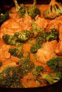 slowcooker thai peanut chicken & broccoli