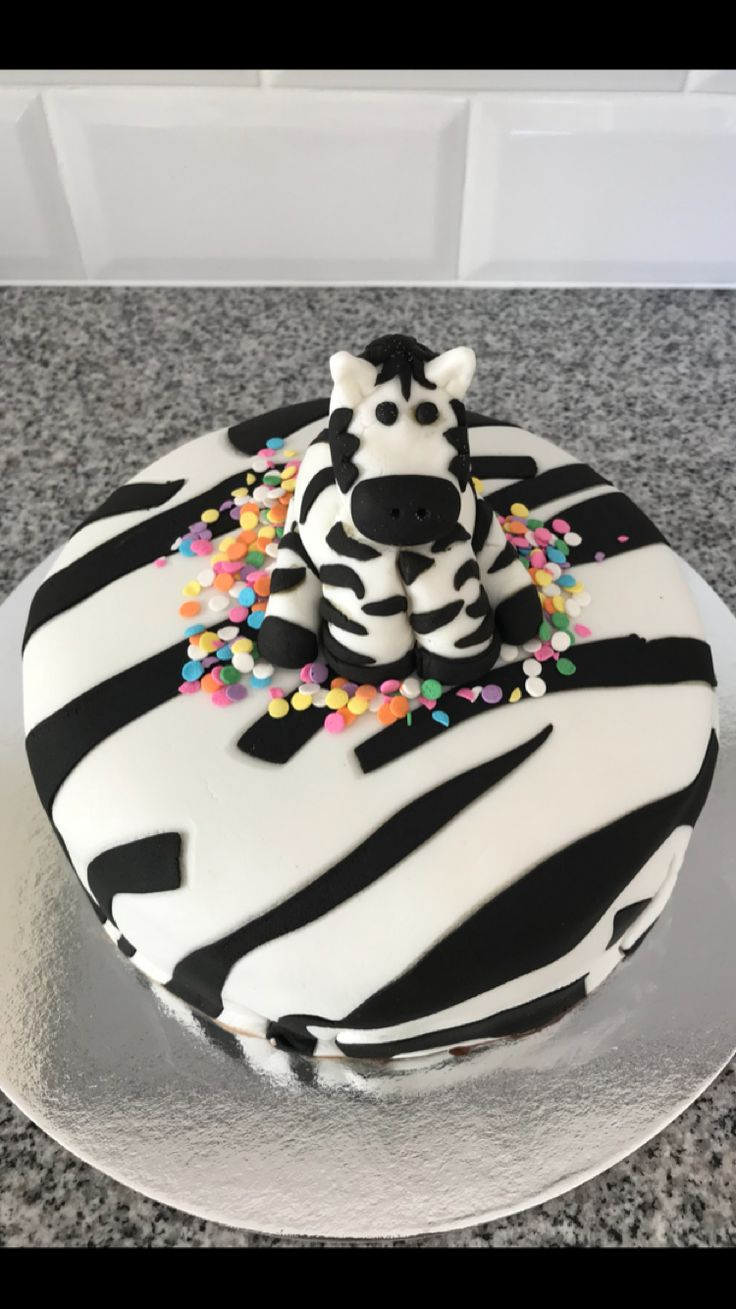 Best 25 Zebra Birthday Cakes Ideas On Pinterest Zebra