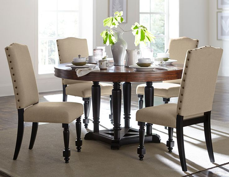 Do You Like Round Tables Find This Pin And More On Dining Rooms By Rcwilley