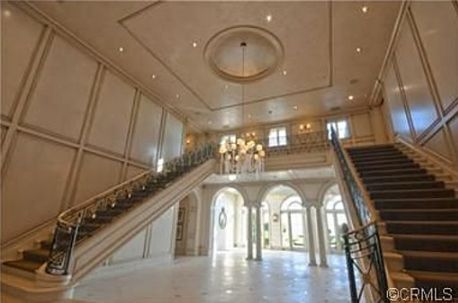 Heather Dubrow Sells Her O C Estate Staircases