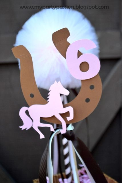 #Cowgirl #Party caballo, herradura y numero, imprescindibles