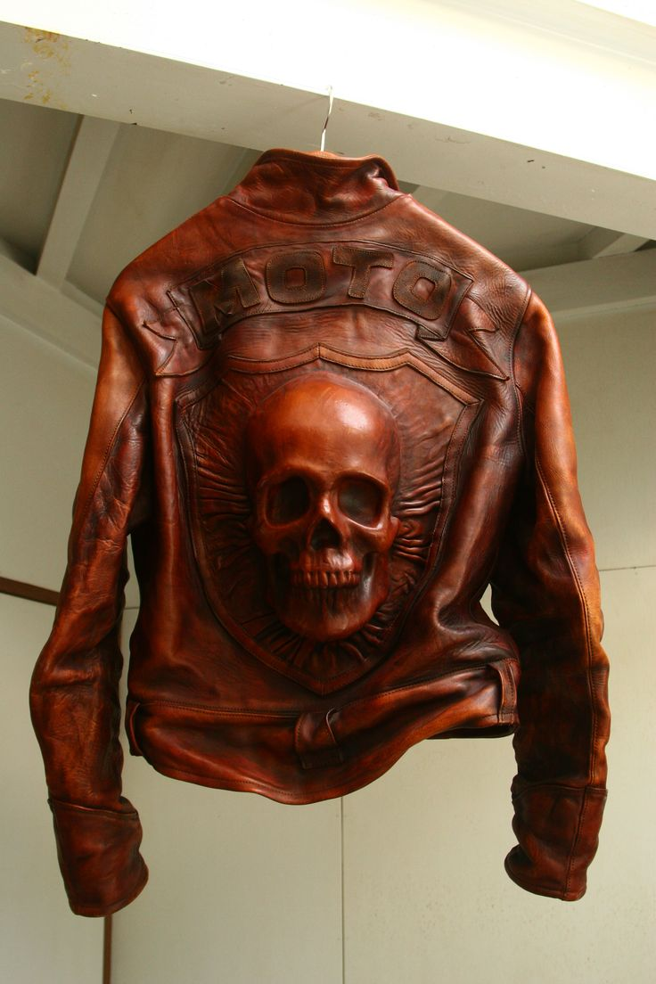 LEATHER ART WORKS OF MOTO