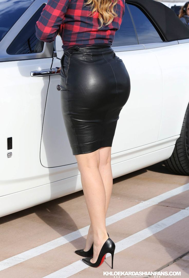 Khloe Kardashian rocks a tight black leather skirt while filming ...