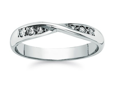 I know it's a bit early to start looking at these but can't help it! Love this infinity wedding band!