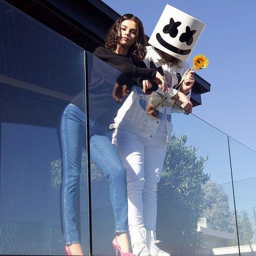 """Wolves"":  USA: (500.000) Gold - Oro  UK: (200.000) Silver - Plata  Canada: (40.000) Gold - Oro  Italy: (25.000) Gold - Oro  Spain: (20.000) Gold - Oro  New Zealand: (15.000) Gold - Oro  Belgium: (15.000) Gold - Oro  Total: 7 Certificates - Certificados  #SelenaGomez #Selena #Selenator #Selenators #Fans #Marshmello"