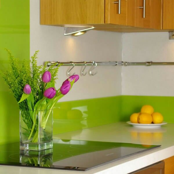 Lime green kitchen source out some nice bright simple for Lime green kitchenware