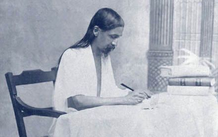 SRI AUROBINDO'S WRITINGS In 1997, the Sri Aurobindo Ashram began to publish the Complete Works of Sri Aurobindo in a uniform library edition.  Each published volume can be viewed and downloaded in PDF format.