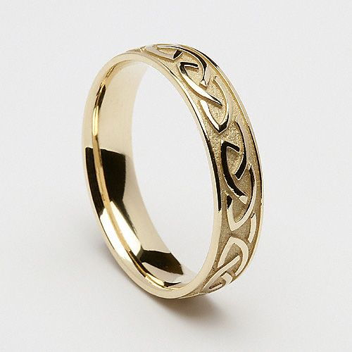 Sterling silver would be my metal choice, but I love the celtic knotwork.