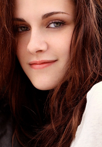"""I think it's ridiculous that you need to look a certain way to be conventionally pretty"" - Kristen Stewart"