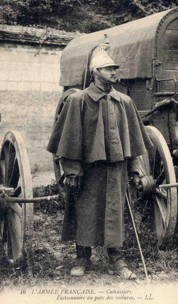 WW1. L'armée française . Cuirassiers - Factionnaire au parc des voitures