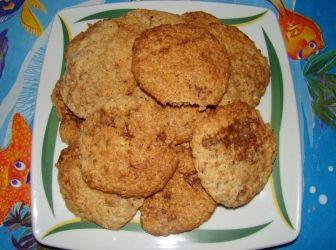 Zabpelyhes keksz recept (cookie): Egészséges finomság mindenkinek a zabpelyhes keksz! Egyszerű az elkészítése is, mire vársz még?! :) A bögrés hozzávalókat egy 3 dl-es bögrével szoktam kimérni, te is kb. ekkorát használj!