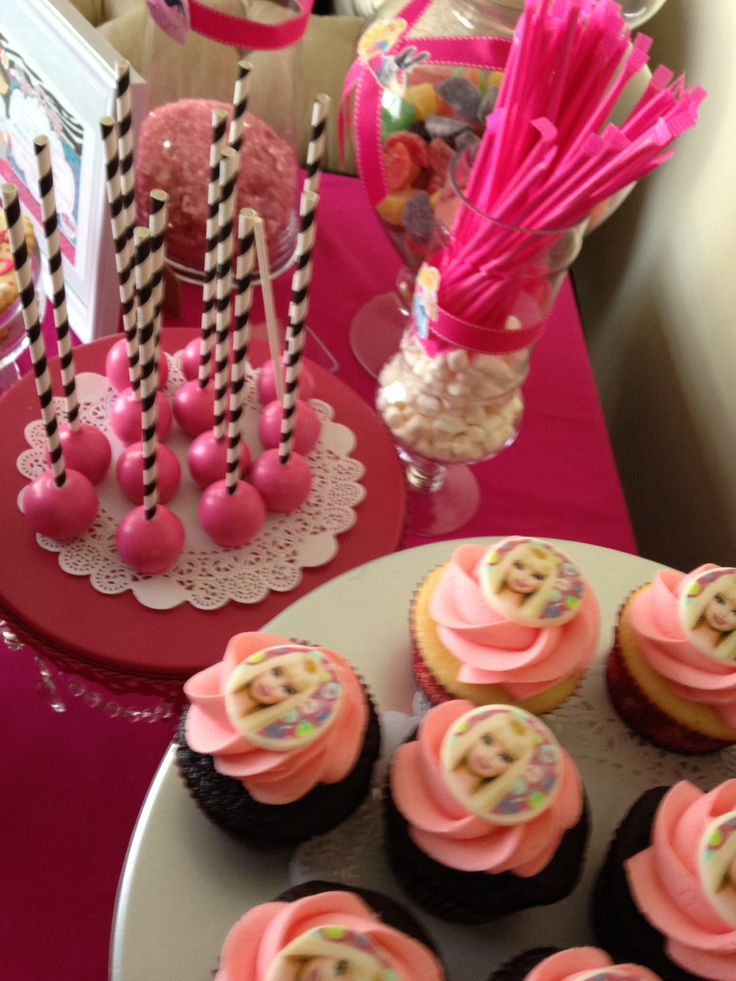 Cupcakes and cake pops Barbie party