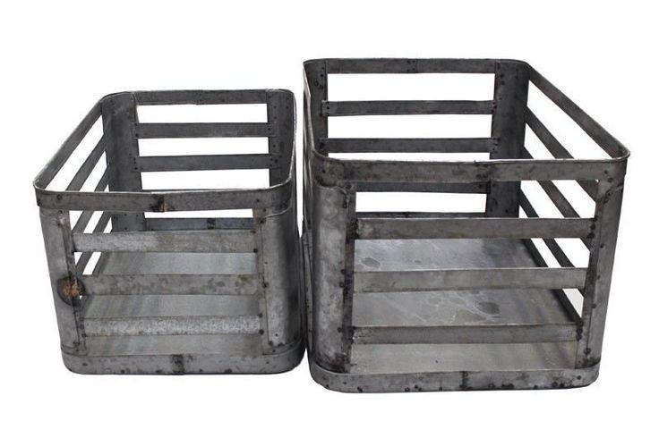 Canett Mombasa Kurve - Metal - sæt á 2 - Sæt med 2 kurve i blank zink. Dette flotte sæt kan bruges i alle rum i huset, og vil give dit hjem et cool udtryk.