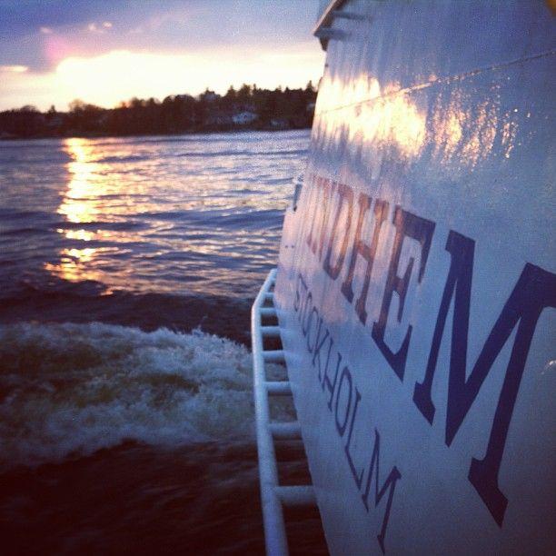 #stockholm #vindhem #sunset #msvindhem #vindhem #archipelago #sverige #ocean #sommar #summer #people