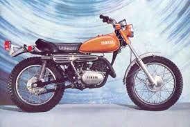 1978 - não achei foto mas tive uma Yamaha DT 2 250 1972, só que pintada de azul