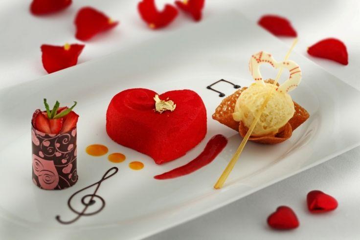 14 Şubat'ı evinde geçirecek olanlar için sevdiklerinize hazırlayabileceğiniz küçük sürpriz tarifler listemizle karşınızdayız. Kurabiye,