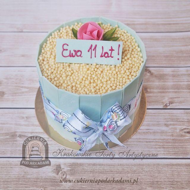 50BA. Tort z niebieską czekoladą i kulkami ryżowymi. Birthday party cake – blue chocolate and rice balls.