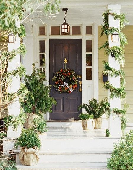 Love the burlap-wrapped planters.: Burlap, Photos Galleries, The Doors, Outdoor Holidays, Front Doors, Holidays Decor, Christmas Decor, House, Front Porches