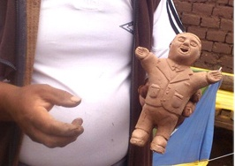Bolivian Ekeko dolls is being made.