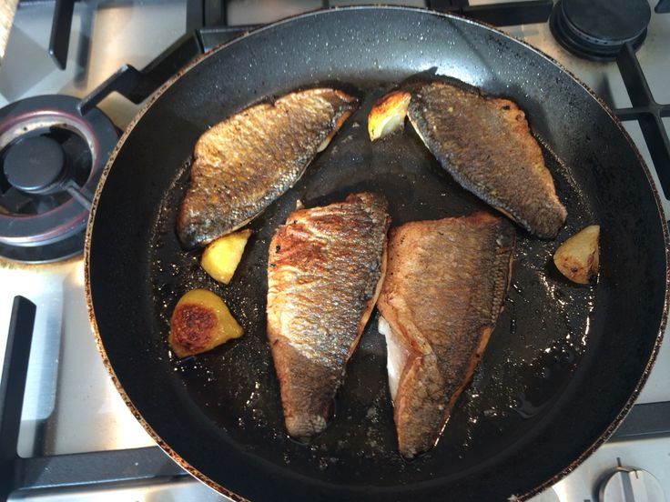 Zeebaars met krokante pancetta en zoete aardappelpuree, courtesy of Jamie Oliver 30 Min Meals mjam, mjam