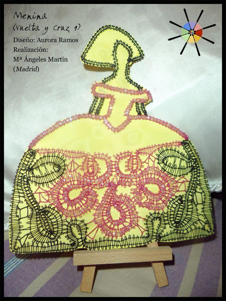 """Menina"", de la revista de bolillos Vuelta y Cruz Nº9. --- ""Menina"", from N.9 of Twist and Cross bobbin lace magazine."