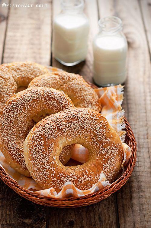 Bagels, simple yet lovely.  Tiene una pinta estupenda, pero lo mejor es la traducción de la receta al español del croata XDD