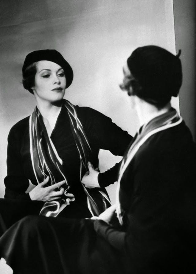 vintage everyday: Portrait of Women from the 1920s and 1930s Taken by a Jewish Female Photographer