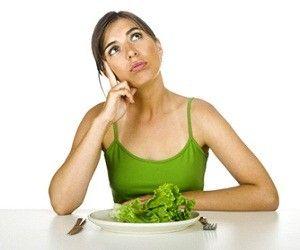 Вечер - самое опасное время суток для тех, кто хочет похудеть и старается придерживаться диеты.