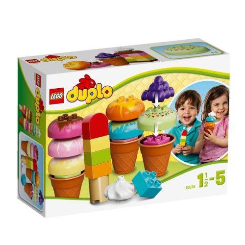 Crée les glaces les plus délicieuses avec des briques Lego Duplo ! Cet ensemble fantastique contient une collection de glaces délicieuses en briques Duplo, des garnitures amusantes et des cornets. Votre enfant adorera empiler les grandes briques et servir des combinaisons de glaces amusantes à toute la famille ! Les produits Duplo sont amusants et adaptés aux mains des plus petits ! Les très grosses briques Duplo sont totalement compatibles avec les briques et éléments Duplo classiques.