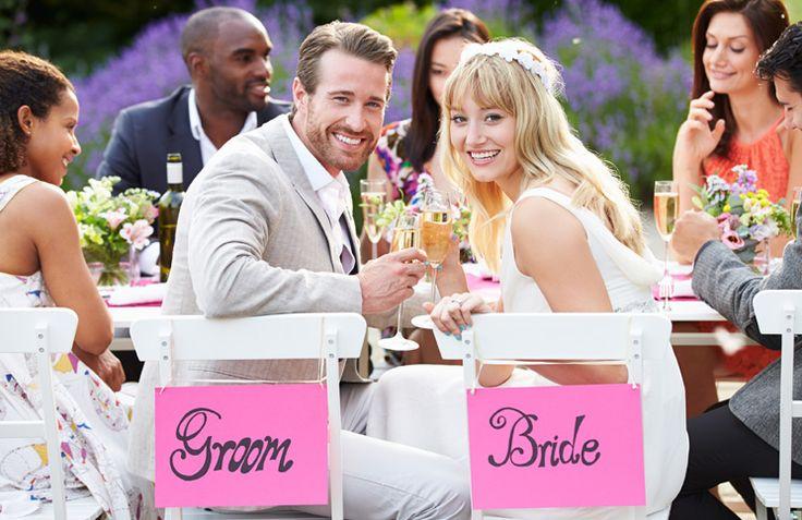 Gefeliciteerd jullie zijn verloofd! Eén van jullie is op de knie gegaan en nu is het dan eindelijk tijd om jullie trouwdag voor te bereiden. Ik denk dan snel alleen maar aan de trouwkleding, maar er komt natuurlijk veel meer kijken bij het organiseren van een trouwdag. Daarom heb ik een checklist gemaakt van de …