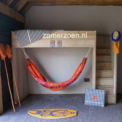 #kinderkamer om te chillen. Boven #slapen en beneden #chillen in de hangmat. http://www.zomerzoen.nl/hoogslaper-met-hangmat-quinn.html